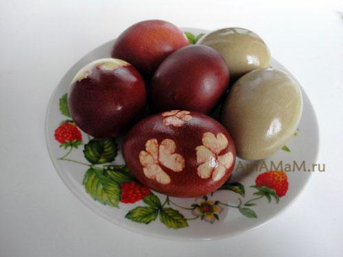 Фото крашеных яичек с растительным узором