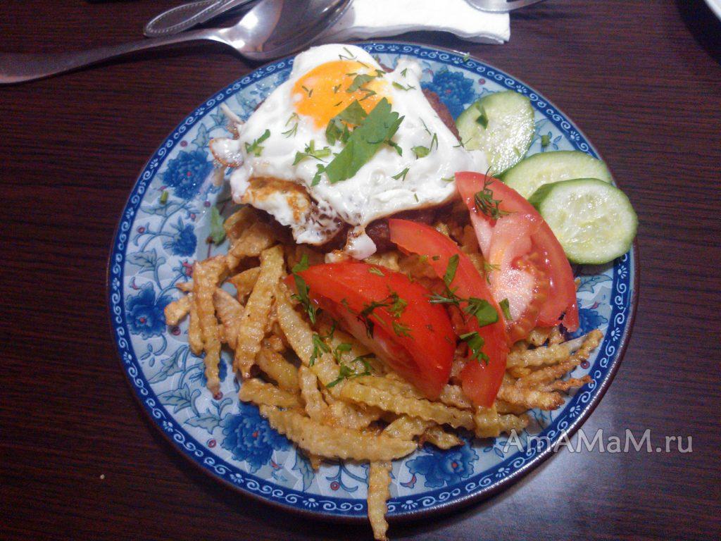 Бифштекс с яйцом - домашний рецепт