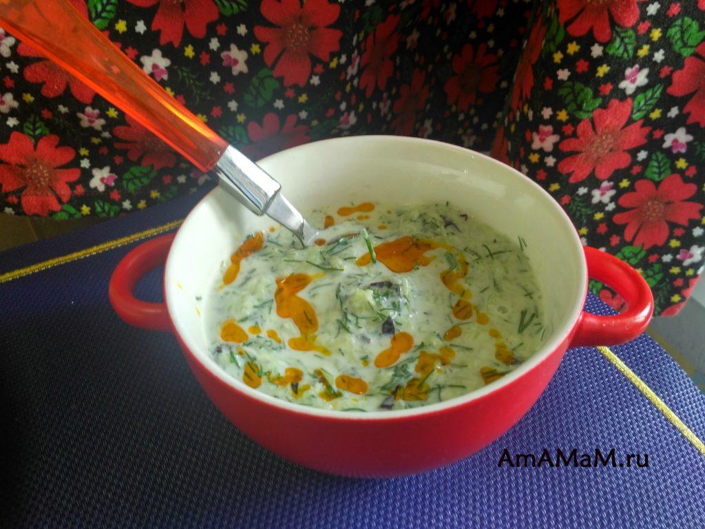 Способ приготовления соуса из огурцов и йогурта - Дзадзики