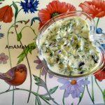 Соус греческий из огурцов, чеснока и зелени