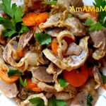 Куриные желудки (пупки), тушеные с морковкой и помидорами