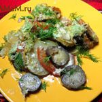 Баклажаны, запеченные с кабачками, помидорами и чесноком