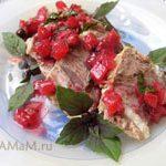 Грудинка (или мясо) вареная, под соусом из красной смородины