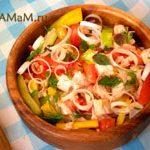 Салат из куриной грудки, перцев и помидоров
