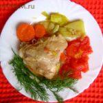 Курица тушеная (окорочка) с овощами