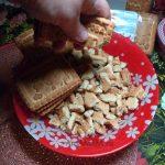Измельчение печенья для шоколадной колбаски