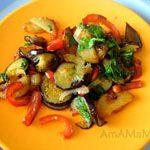 Жареная картошка с баклажанами и  болгарским перцем