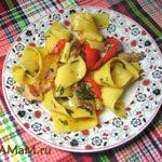 Штрудли (лапша) с грудинкой, помидорами и перцем