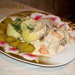 Свинина тушёная с овощами в сметанном соусе