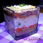 Салат из печени трески с луком, яйцами и морковкой (слоеный)