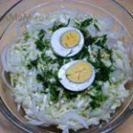 Салат из капусты с яйцами и луком