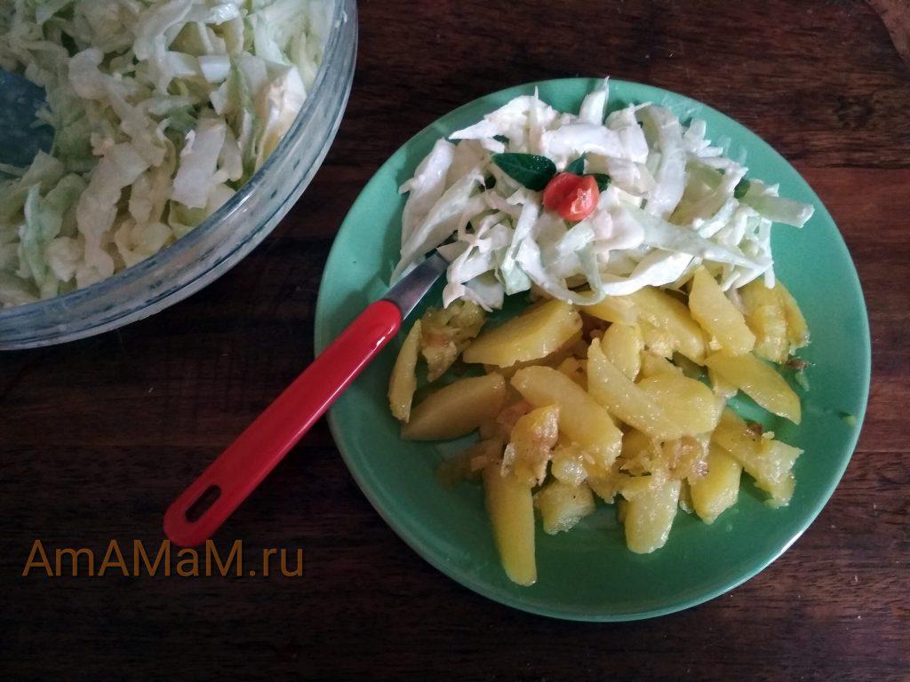 Картошка с салатом из яиц и капусты