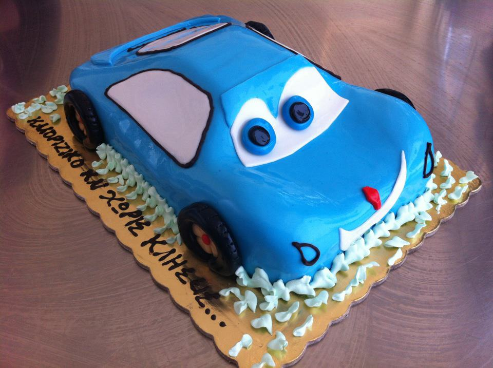 Машина из мультика - детский торт с мастикой - фото