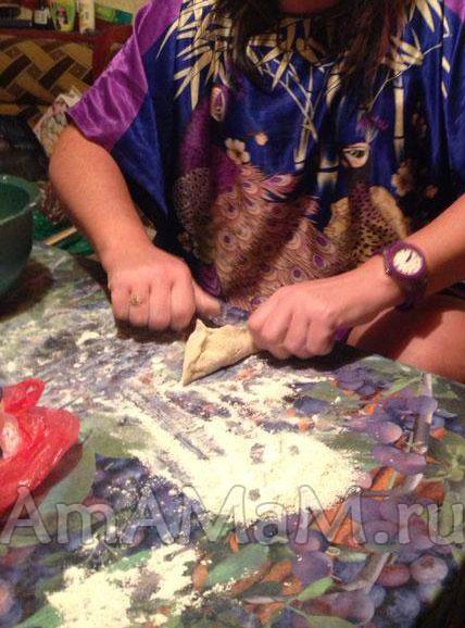 Как сделать треугольные пирожки с мясной начинкой - фото и рецепт