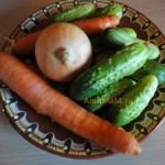 Огурцы маринованные с морковью и луком