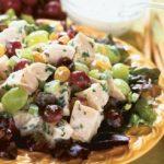 Салат из куриных грудок с орешками и виноградом