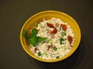 Салат с копченой рыбой, картошкой, огурцами, помидорами под майонезом. Вкусно и просто!