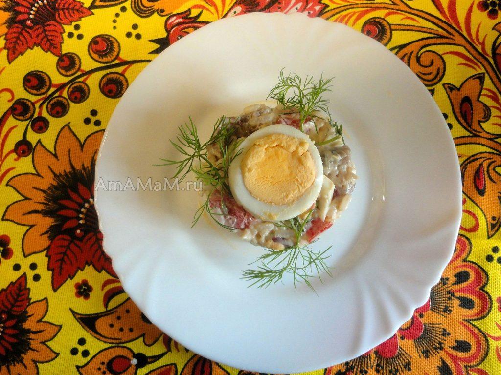 Что приготовить из сельди с рисом - рецепт салата с яблоком и яйцами