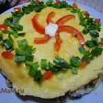 Омлет в виде тортика с зеленью и овощами