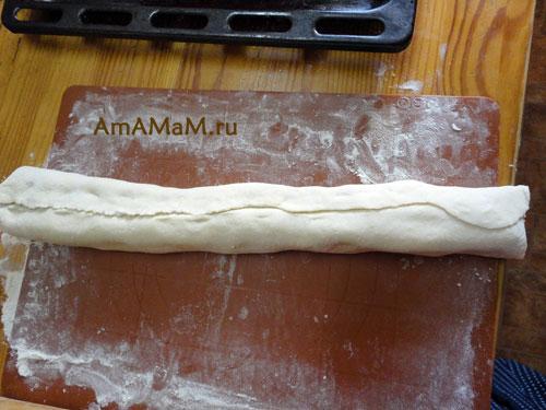 Вкусная домашняя еда - простой пирог из покупного теста с творогом