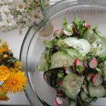 Салат и редиски и огурцов с зеленью