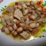 Тушеная фасоль со свининой