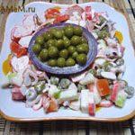 Крабовый салат с яблоками и помидорами