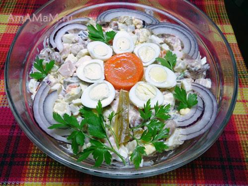 Украшение салатов цветами из яиц