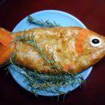 Рыбный пирог в форме рыбы из готового слоеного теста