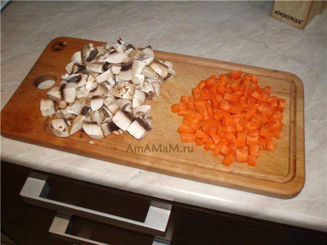 Как нарезать грибы и морковку для супа
