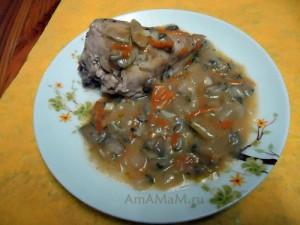 Рецепт приготовления целой курицы, нарезанной кусочками под грибным соусом
