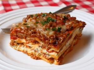 Американский рецепт итальянской лазаньи с фаршем и сыром - очень вкусно!