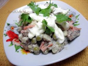 Рецепт печеночного салата с горошком и картофелем - фото