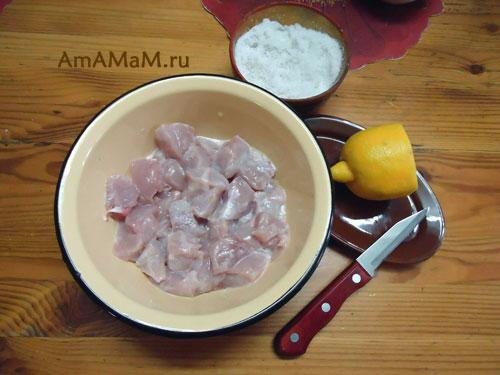 Маринуем куриную грудку для тыквенной начинки - рецепт в картинках