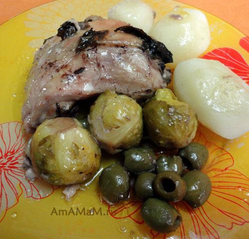 Вкусное и простое блюдо из куриных бедрышек с оливками