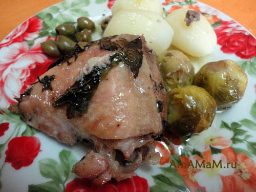 Бедрышки с оливками в собственном соку с добавлением брюссельской капусты - вкусно!