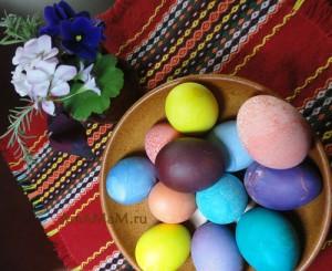 Пасхальные яички, крашеные пищевыми красителями