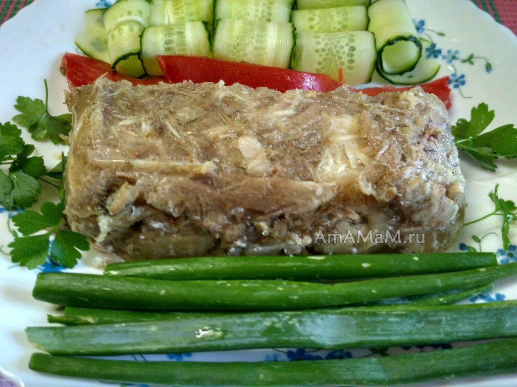 Рецепт очень вкусного холодца из свиных ног и куриной грудки
