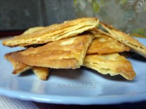 Вкусные треугольники из готового слоеного теста с простой начинкой - рецепт и фото