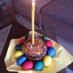 Фото пасхального кулича и крашеных яиц