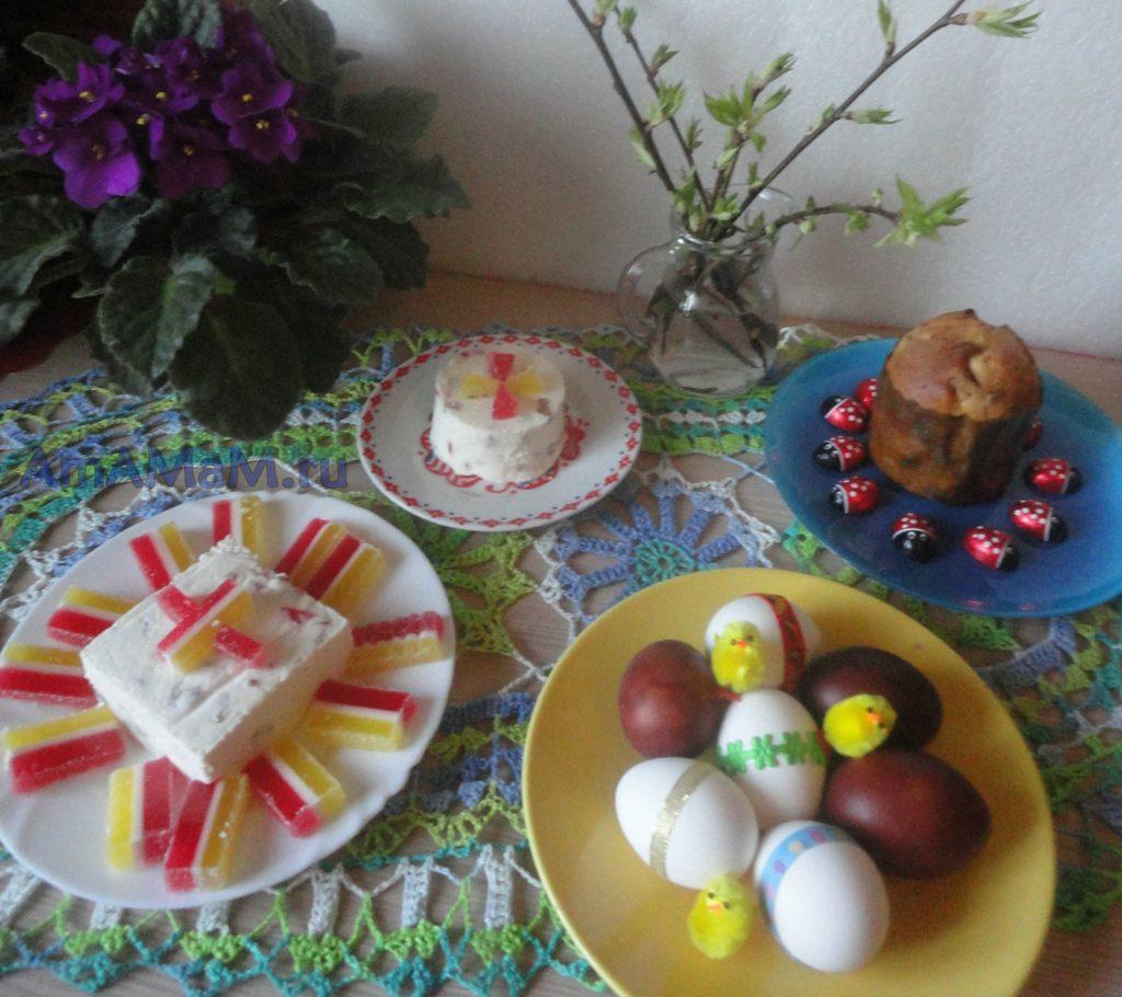 Пасхи и куличи, яйца = фото