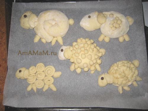 Пасхальные овечки на противне перед выпеканием