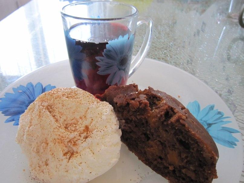 Шоколадный кекс с шоколадом и курагой - простой постный рецепт