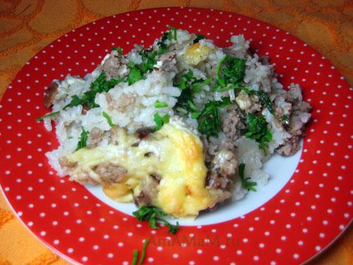 Горячий рис с фаршем - очень рассыпчатый. И очень вкусный!