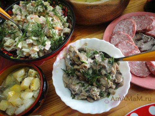 Простые салаты из консервированных шампиньонов