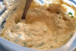 Рецепт соуса к мясу из сыра со сметаной и пивом