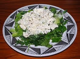 Рецепт куриного салата с орехами, маринованными грибами и огурцами