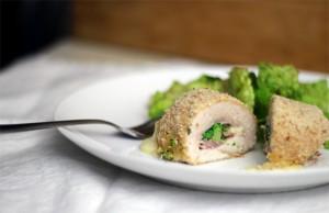Куриные трубочки с моцареллой, ветчиной и брокколи - рецепт с фото