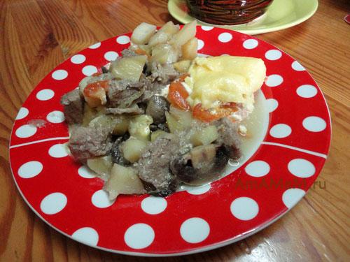 Способ приготовления мяса с картошкой в горшочках - рецепт