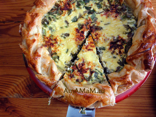 Фото пирога с зеленым луком, сыром и яйцами